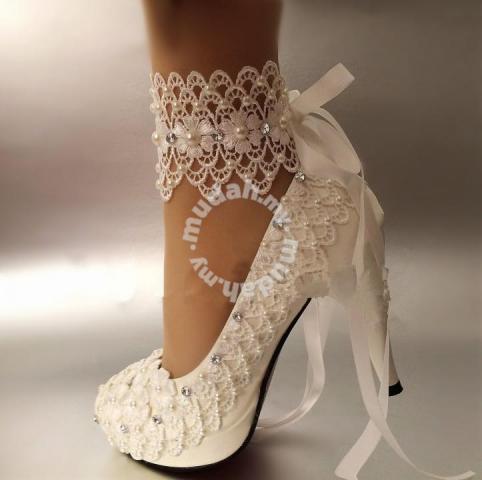 انواع مدل از کفش مجلسی نگین دار مناسب عروس