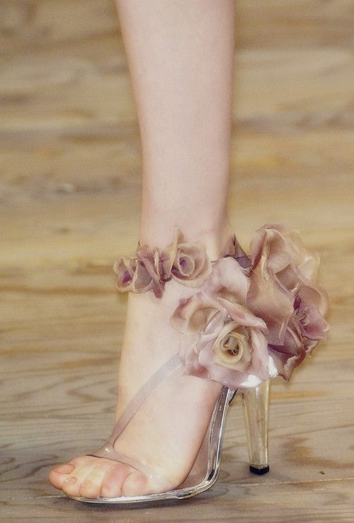 مدل کفش مجلسی جلوباز با پاشنه بلند