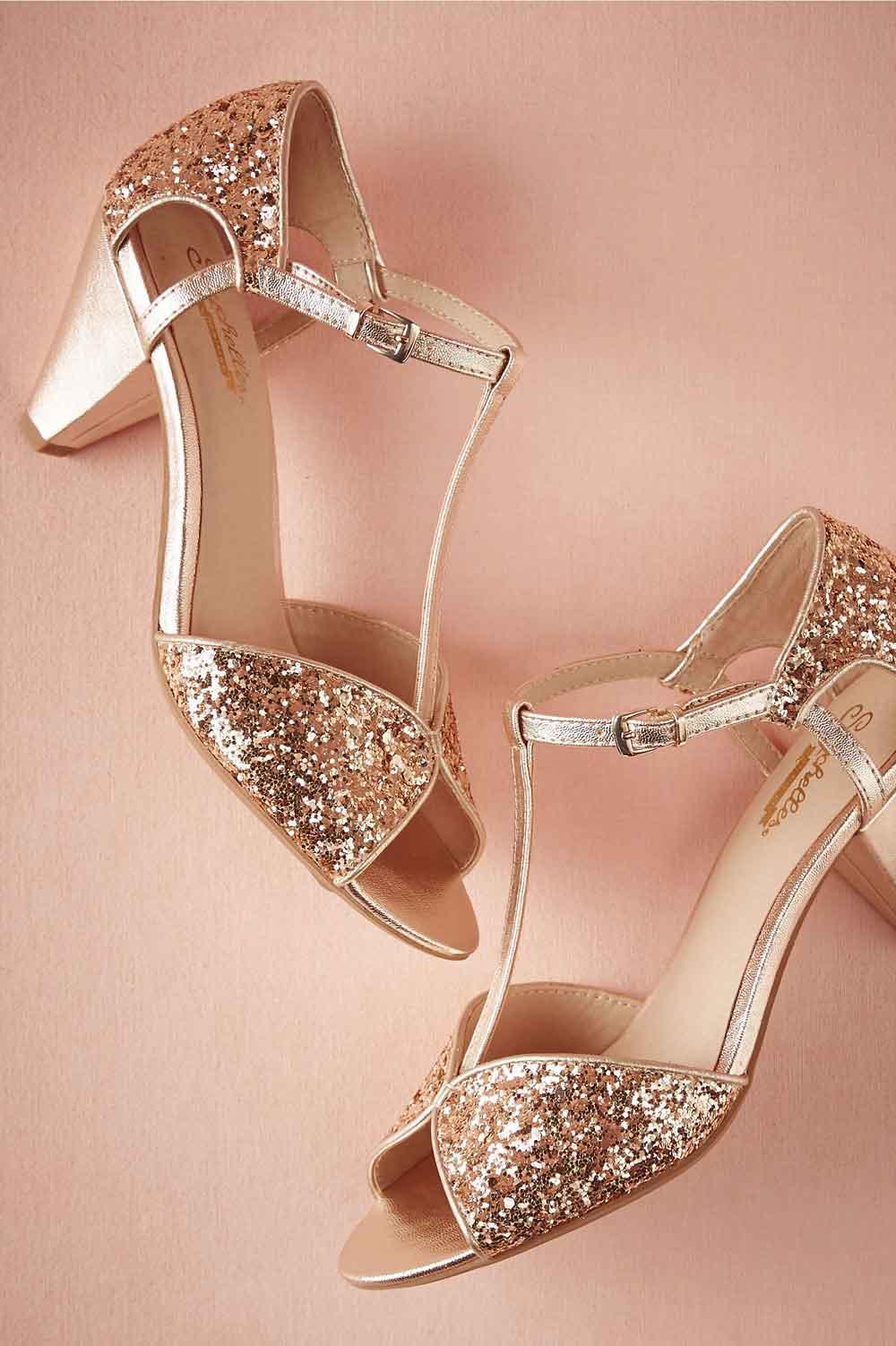 عکس مدل کفش مجلسی پاشنه کوتاه دخترانه به رنگ طلایی