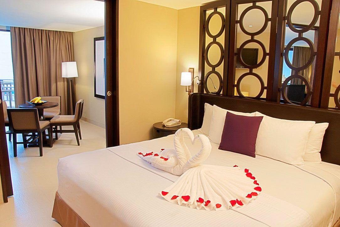 عکس تزیین اتاق خواب عروس با شمع و گل