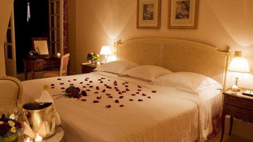 تصاویر تزیین اتاق خواب عروس جدید با گل