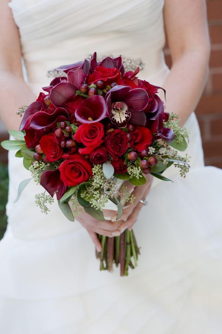 زیباترین دسته گل عروس با گل شیپوری و رز قرمز