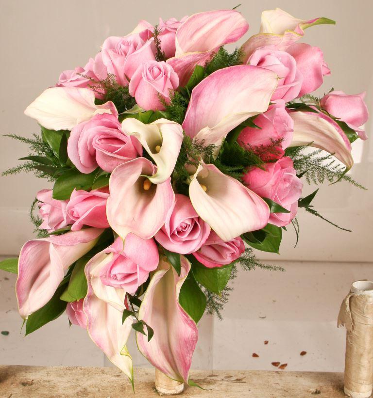 مدل دسته گل عروس با گل شیپوری و رز صورتی