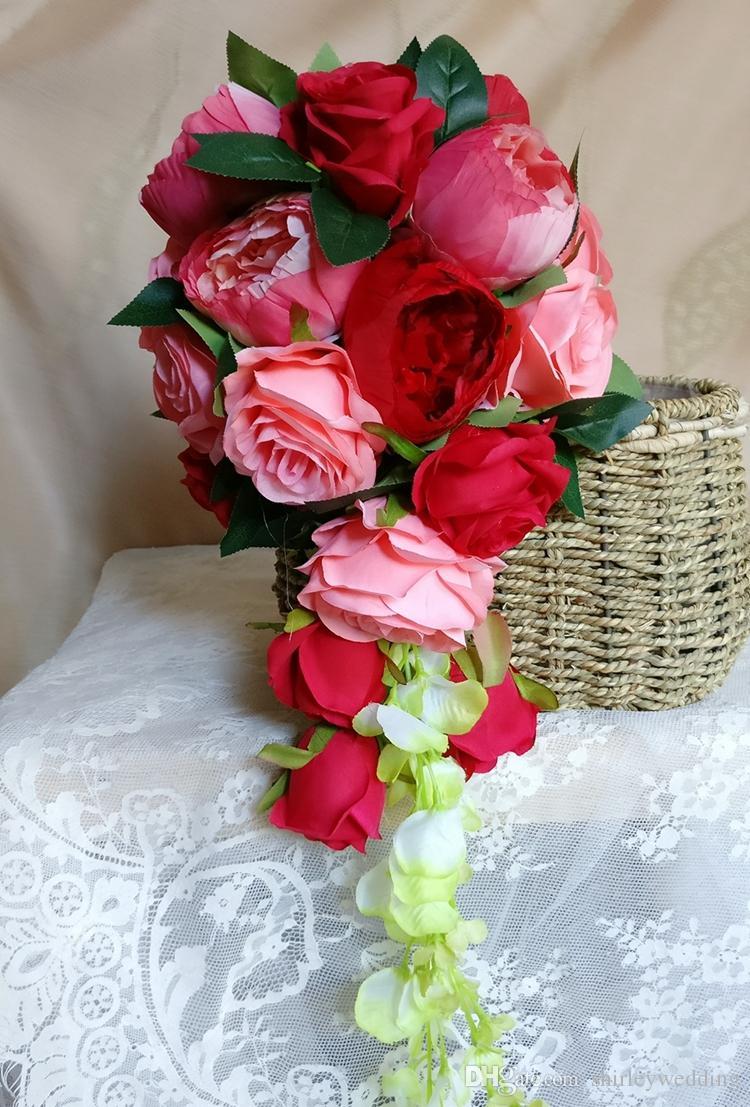 دسته گل عروس آبشاری با رز قرمز 2017