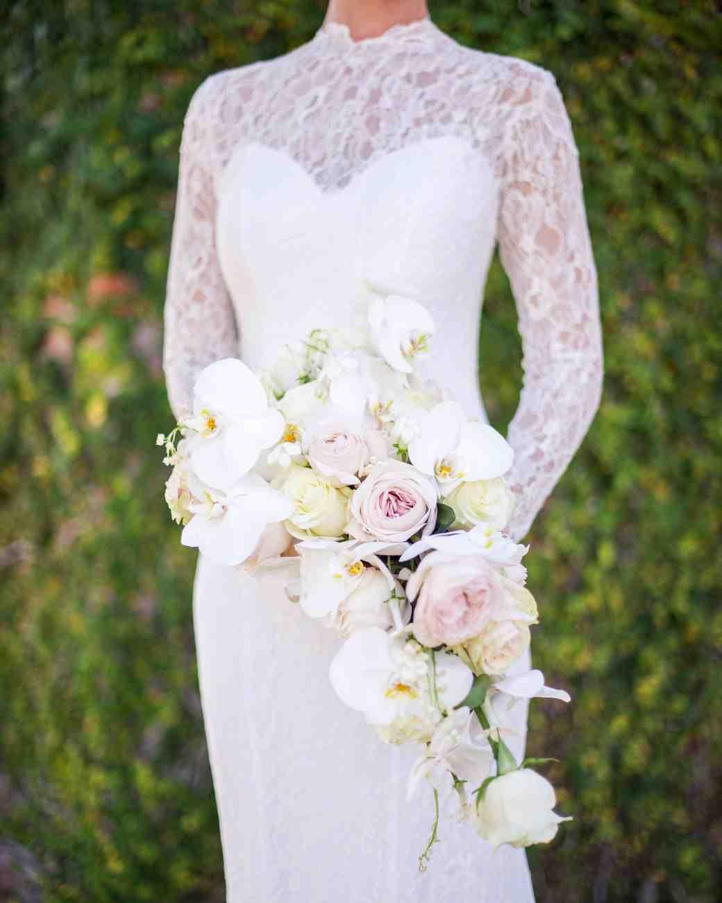 زیباترین مدل دسته گل عروس با رز سفید و ارکیده سفید
