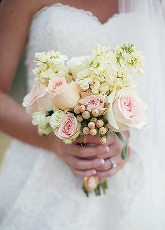 دسته گل ساده عروس با گل رز صورتی شیک
