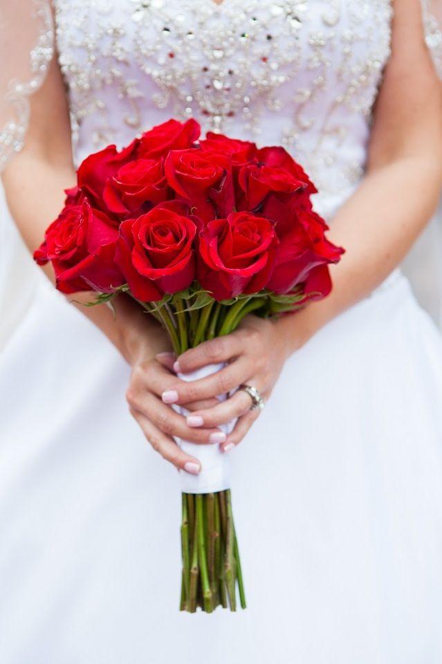 مدل دسته گل عروس با رز قرمز