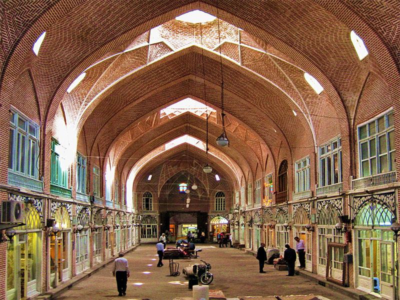 بازار بزرگ تبریز یکی از مناطق دیدنی تبریز برای خرید سوغات