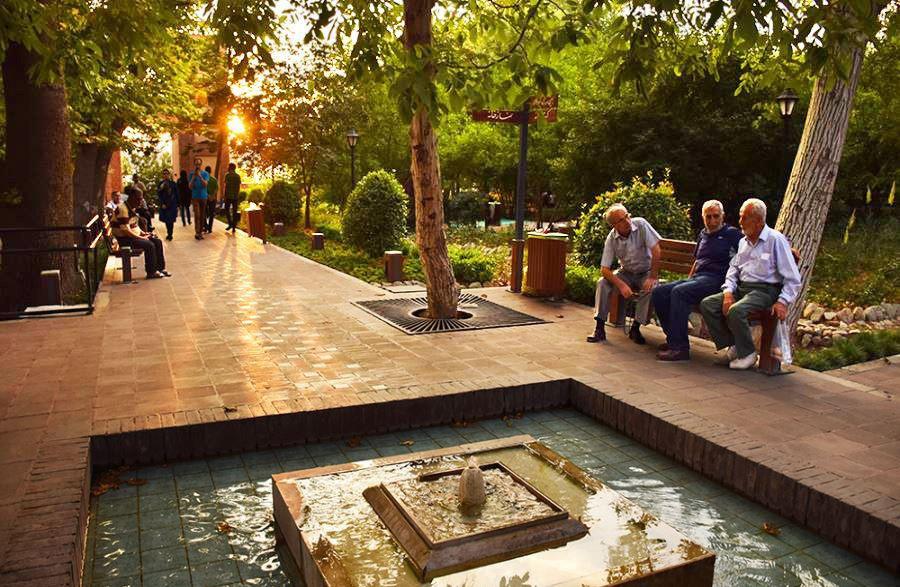 مسیر پیاده روی در بوستان باغ ایرانی تهران