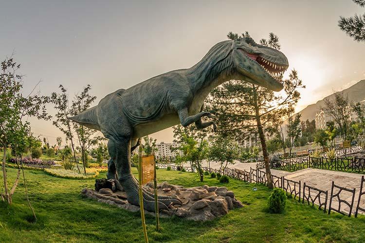 پارک ژوراسیک یکی از مکان های تفریحی تهران برای جوانان و کودکان