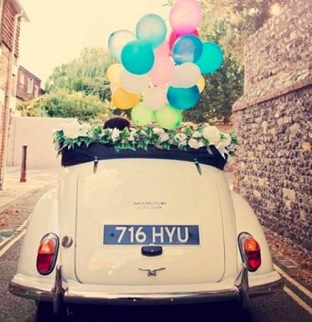 تزیین ماشین عروس خوشگل و شیک با گل و بادکنک