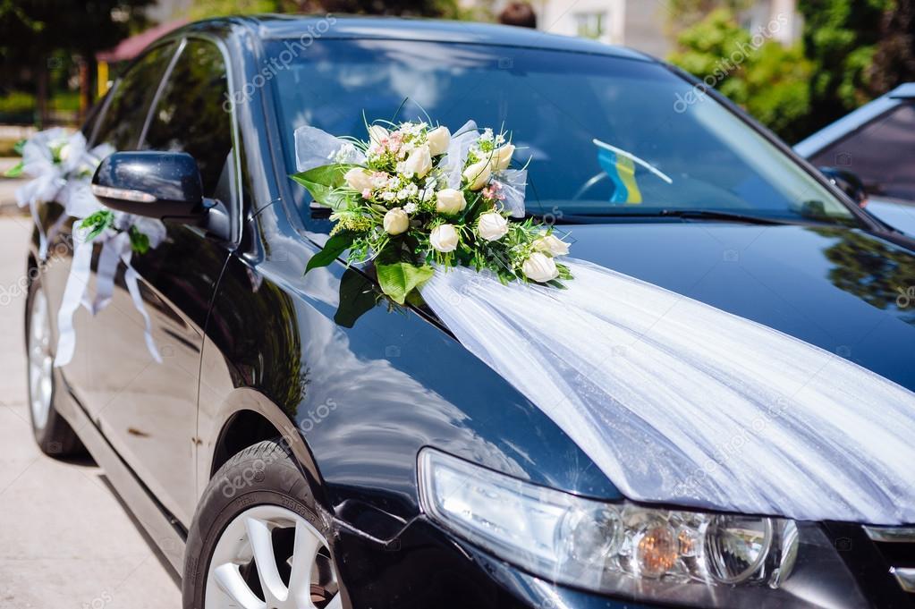 عکس مدل تزیین ماشین عروس مشکی با گل رز