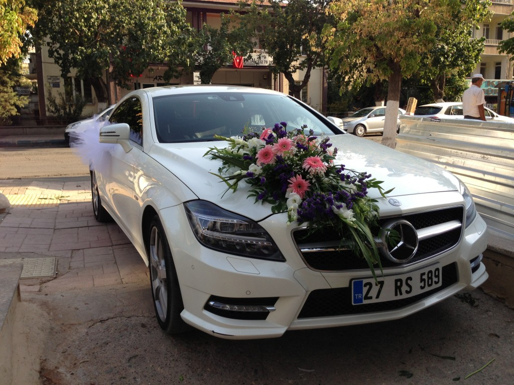 جدیدترین مدل از تزیین ماشین عروس شیک و لوکس