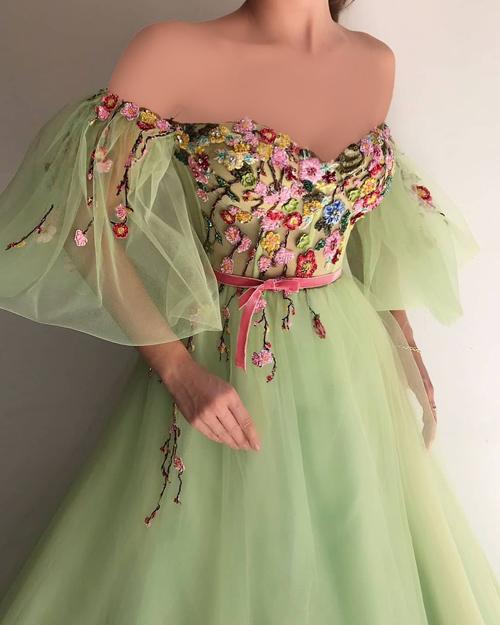 مدل لباس مجلسی تور گل گلی با قد بلند و آستین سه ربع