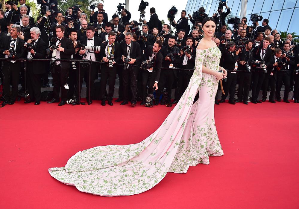 لباس بازیگر مشهور بر فرش قرمز